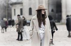 The Winter Is White - Comment s'habiller quand il fait un temps complètement pourri ? Ok, on l'a compris - ce n'est pas pendant les défilés qu'on va trouver la réponse.   Pendant les défilés, il semblerait que tout le monde s'amuse à défier la météo.  Pas forcément niveau températures - ne vous laissez pas...