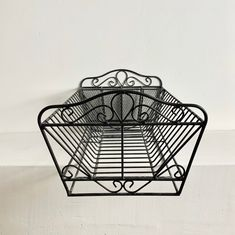 Kitchen Dishes, Kitchen Items, Kitchen Storage, Vintage Iron, French Vintage, Dish Display, French Table, Dish Racks, French Kitchen