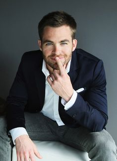 chris pine... I don't know him, but I love his face.