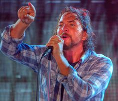 Oracle OpenWorld 2012 - Pearl Jam - Eddie Vedder by Raul Cortijo, via Flickr