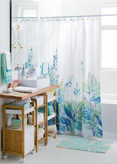 Nuestra cortina Boró le dará un estilo más fresco y colorido a tu baño.
