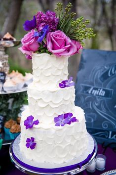 Decked in scallops and unique flowers, cake 6 is ON POINT.  #31daysofcakes #thewcmagazine
