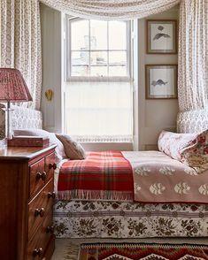 Small Room Bedroom, Small Rooms, Home Bedroom, Bedroom Decor, Bedroom Ideas, Garden Bedroom, Small Spaces, Bedroom Nook, Bedroom Designs