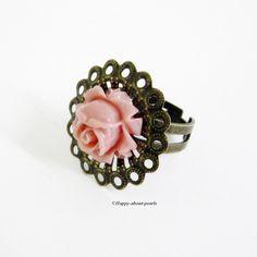 Ring Rose in bronze - dunkeles apricot .......  Süßer bronzefarbiger Vintage Ring mit einem apricotfarbenen Rosencabochon. Sehr filigran und rom...