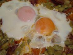 Ragoût de fèves avec œufs pochés