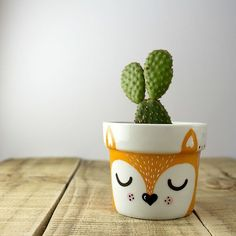 Idea Of Making Plant Pots At Home // Flower Pots From Cement Marbles // Home Decoration Ideas – Top Soop Flower Pot Art, Flower Pot Design, Flower Pot Crafts, Clay Pot Crafts, Cactus Flower, Clay Pot Projects, Painted Plant Pots, Painted Flower Pots, Eco Deco