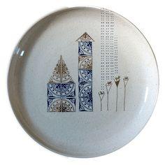 Prato Castelos Imaginários com Flores de porcelana com 21cm de diâmetro, com desenho exclusivo de Thaís Mor. Tamanho:21cm de diâmetro Entrega: 3 dias úteis,