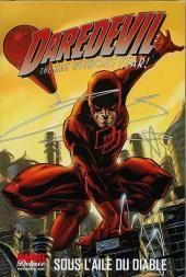 Daredevil est un personnage de comics appartenant à l'univers de Marvel Comics qui a été créé en 1964 par Stan Lee et Bill Everett. Daredevil est sous son masque Matt Murdock, un avocat respecté et d'apparence heureuse.
