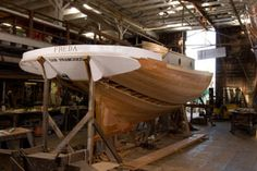 The Arques school, in Sausalito, California, is a small school dedicated to teaching the art of traditional wooden boatbuilding. Offers a course in celestial navigation.