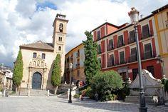 Plaza de Santa Ana, junto a Plaza Nueva, en Granada.