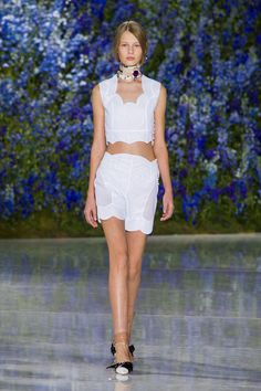 Christian Dior at Paris Fashion Week Spring 2016 - Runway Photos Fashion Week Paris, Runway Fashion, Spring Fashion, High Fashion, Fashion Show, Fashion Trends, Fashion Inspiration, Women's Fashion, Christian Dior