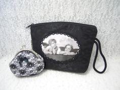 Porte monnaie noir et blanc avec dentelle rétro avec fermoir argenté a clip de 8cm de large et trousse organiseur en damassé baroque noire avec transfert