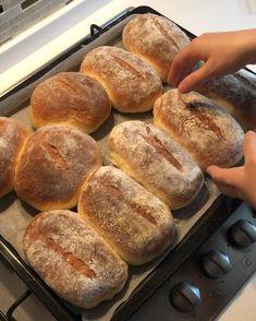 Bu gün kahvaltı için yaptığım şahane ekmeklerim,tarif her zaman ki tarifim.Daha önceleri bir çok kez buraya eklemişimdir, Kahvaltılık… Yummy Recipes, Quick Dinner Recipes, Quick Easy Meals, Bread Recipes, Breakfast Items, Breakfast Recipes, Ciabatta, Turkish Recipes, Bread Baking