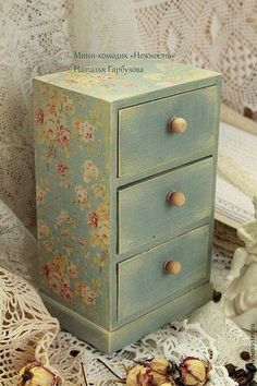 Ideas jewerly box shabby chic home decor Decoupage Drawers, Decoupage Furniture, Decoupage Box, Decoupage Vintage, Hand Painted Furniture, Distressed Furniture, Funky Furniture, Vintage Crafts, Furniture Makeover