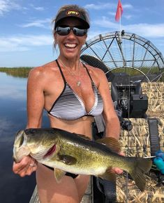Fishing is the most popular hobby all over the worlds. There are a lot of way for fishing and also many types of fishing used everywhere. Bikini Fishing, Best Fishing Kayak, Fly Fishing Tackle, Best Fishing Rods, Bass Fishing, Fishing Hole, Skinny Water, Hunting Girls, Bowfishing
