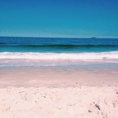 'a rainha do mar anda de mãos dadas comigo. me ensina o baile das ondas e canta pra mim. não mexe comigo que eu não ando só.', ✨ #odoya