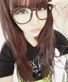 I want glasses this big SO bad! I can never find a cute pair tho. Gyaru Fashion, Ulzzang Fashion, Ulzzang Girl, Cute Asian Fashion, Japanese Fashion, Korean Fashion, Desu Desu, Cute Korean, Cute Makeup