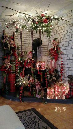 100 Elegant Christmas Decor that'll Fit Your Budget - Ethinify Elegant Christmas Centerpieces, Elf Decorations, Elegant Christmas Decor, Classic Christmas Decorations, Whimsical Christmas, Beautiful Christmas, Christmas Thoughts, Christmas Open House, Gold Christmas Tree