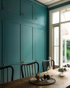 It's surprising how such a bold colour can look refined and grown up in these grand period properties. Colour is always an important choice when it comes to your new kitchen and one that our designers get asked about a lot, it can make such a difference to the finished look of your space so is definitely worth a little extra consideration. These clever customers got it so spot on with this perfect shade of greeny blue, it's not too fashionable or of the moment and looks so atmospheric here…