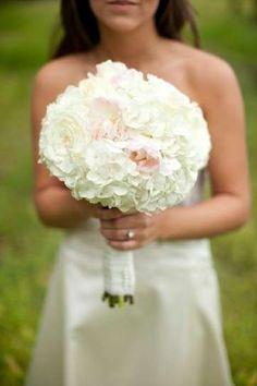 Ramos de novia con peonías: Fotos de las propuestas - Ramos de novia 2015, diseño de ramo con peonías y hortensias