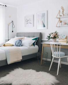 10 trucos para decorar una habitación juvenil con éxito. Dormitorio juvenil en blanco, gris y colores pastel.