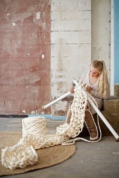 DIY: Super chunky knitted scarf from felted merino wool yarn by lebenslustiger.com