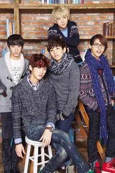 B1A4 members: GongChan is a gorgeous maknae. Leader JinYoung is the prettiest and sexiest of them all but CNU has a special charm (with that hair and that smile *_*).. Can't decide who is more cute and funny, Sandeul or Baro? Both are soo comic >.< Conclusion: it's impossible to pick a bias in B1A4!!!