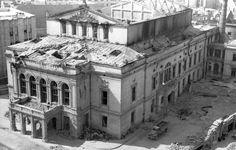 Heft, Bucuresti, bombardat in 1944 Old Photos, Vintage Photos, Bucharest Romania, Time Travel, Amen, Louvre, Entertainment, Memories, Mansions
