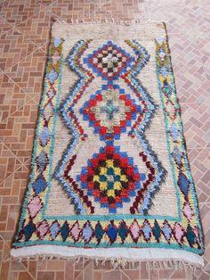 Diese schöne Flickenteppich wie Sie sehen erfolgt technisch mit Wollfaden, der Hersteller versucht eine Verkörperung von ihrer Vorstellungskraft und sieht diese Arbeit wurde mit einem wunderbaren gewebten Teppich, der fantastische Farben enthält, die alle anziehen.   MATERIALIEN:  + Wolle, Baumwolle + Textil.    guter Zustand.  -Wenn Sie diesen Teppich kaufen, wissen Sie sicherlich, dass du bist der einzige, der es in der Welt zu besitzen.  ---Über alte Teppiche & decken...--- Alle Teppiche…