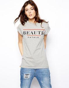 Imagen 1 de Camiseta estilo boyfriend con estampado Beauty Fatale de ASOS