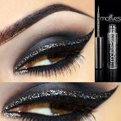 Black smokey eyes with glitter eyeliner Gorgeous Makeup, Love Makeup, Makeup Looks, Black Makeup, Smoky Eyes, Black Smokey Eye, Glitter Eyeliner, Silver Eyeliner, Gel Eyeliner