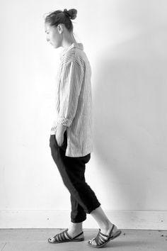 chemise mixte Uniforme en lin rayures claires - LE VESTIAIRE DE JEANNE, sarouel en lin noir - LE VESTIAIRE DE JEANNE