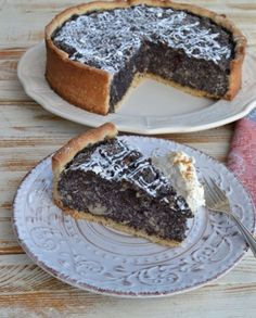 Leckerer saftiger Mohnkuchen mit Mandeln