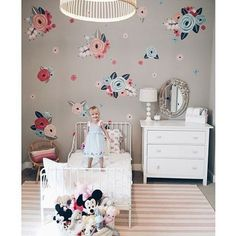 Looks like this little sweetie is excited with her big girl room and how mama @houseofschmitts placed their new flower decals on an accent wall. So so pretty ❤️❤️ #walldecor #wallpaper #walldecals #wallsticker #flowers #bedroomdecor #homedecor #kidsdecor #kids