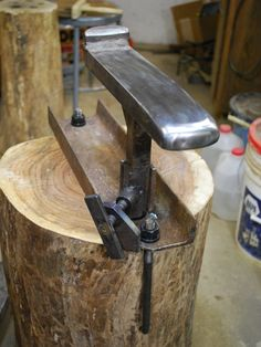 Universal Stake Holder - Steve Shelby's Metal Art Forging Tools, Blacksmith Tools, Blacksmith Projects, Forging Metal, Metal Projects, Metal Crafts, Cool Tools, Diy Tools, Sheet Metal Tools