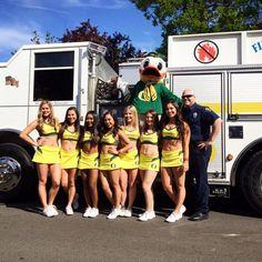 Oregon Cheerleaders, Ncaa College, Cheerleading, Nfl, Nfl Football, Cheer