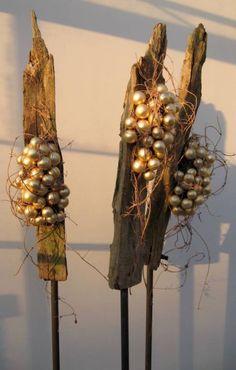 Object 3 piles Christmas ~ Laura Groen
