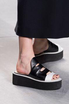 Fendi at Milan Fashion Week Spring 2016 - Details Runway Photos Fancy Shoes, Me Too Shoes, Women's Shoes, All Fashion, Fashion Shoes, Milan Fashion, Fashion Clothes, Fendi, Espadrilles