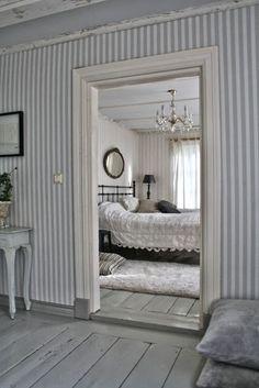 I love the light blue striped wallpaper! Swedish Cottage, Swedish Decor, Cottage Style Homes, Swedish House, Swedish Style, Cottage Chic, Home Interior, Interior And Exterior, Interior Design