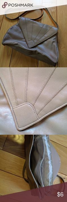 """Vintage tan Valencia vegan leather purse Cute shape vintage purse by Valencia.  Great little weekend purse.  Clean and in great vintage condition.  Made in Korea.  Measures 8"""" by 12"""" Valencia Bags Crossbody Bags"""