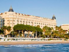 The Nice Carnival, Monte Carlo Beach, Cannes Film Festival and St. Tropez are just a few reasons why Côte d'Azur aka the French Riviera is a popular destination for celebs, royals and jetsetters.