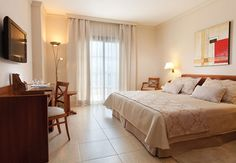 The cozy rooms of Hotel Riu Garoe. The Hotel Riu Garoe is located in the north of Tenerife, Spain and offers a complete service, entertainment and some installations of high quality. Hotel Riu Garoe - Hotel in Tenerife, Canary Island - RIU Hotels & Resorts