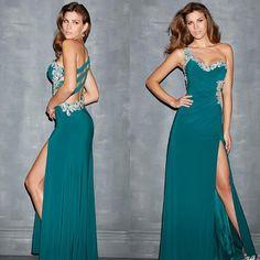 International Prom Tumblr #ipaprom #prom2014 Prom Party Dresses, Evening Dresses, Emerald Green Evening Dress, Fancy Gowns, Fancy Dress, Nice Dresses, Formal Dresses, Amazing Dresses, Prom 2014