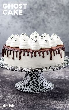 This easy ghost cake is so cute! #halloween #cute #recipe