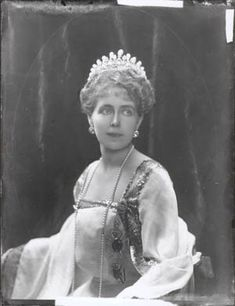 Queen Marie of Romania by Barnett    http://www.e-bookwritersblog.com/