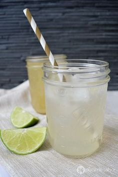 Cómo hacer la mejor limonada mineral y natural (fácil y rápida) con un jarabe o concentrado de limonada natural - Pizca de Sabor
