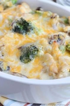 Skinny Chicken Broccoli Casserole ~ This casserole is loaded with tastiest ingredients: chicken breasts, broccolis, mushrooms, onions and cheese. Low Calorie Dinners, No Calorie Foods, Low Calorie Recipes, Healthy Recipes, Healthy Dinners, Low Calorie Dinner For Two, Bariatric Recipes, Healthy Options, Weeknight Meals