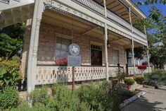 Fredericksburg Texas Bed and Breakfast, your Luxury TX Hill County B&B at Absolute Charm Bed and Breakfast Reservation Service - Lincoln Street Inn - Blue Bird Main Page