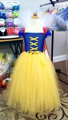 Snow White Tutu Costume sizes by RainbowsEndTutus Snow White Costume Kids, Snow White Tutu, Diy Halloween Costumes For Kids, Halloween Fancy Dress, Halloween 2020, Princess Tutu Dresses, Tea Length Skirt, Frozen Dress, Fairy Dress