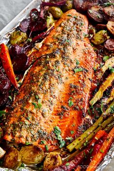 The recipe is very simple and the dish is very flavorful. For best results, marinate the fish for at least two hours. Fish Dishes, Seafood Dishes, Seafood Recipes, Cooking Recipes, Healthy Recipes, Seafood Platter, Salmon Dishes, Honey Recipes, Cooking Videos